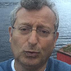 Gary Sinyor headshot